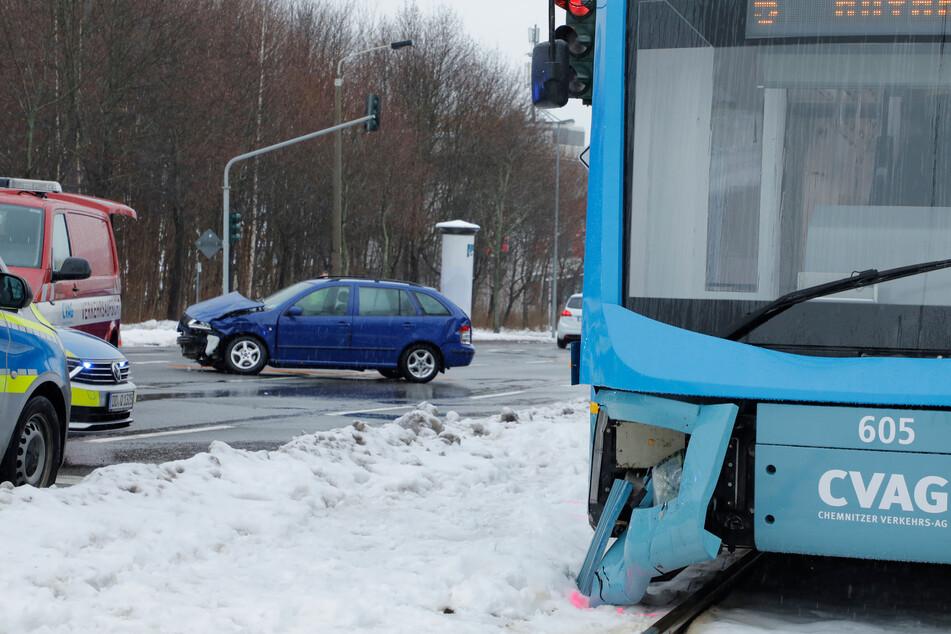 An der Straßenbahn entstand ein erheblicher Schaden.