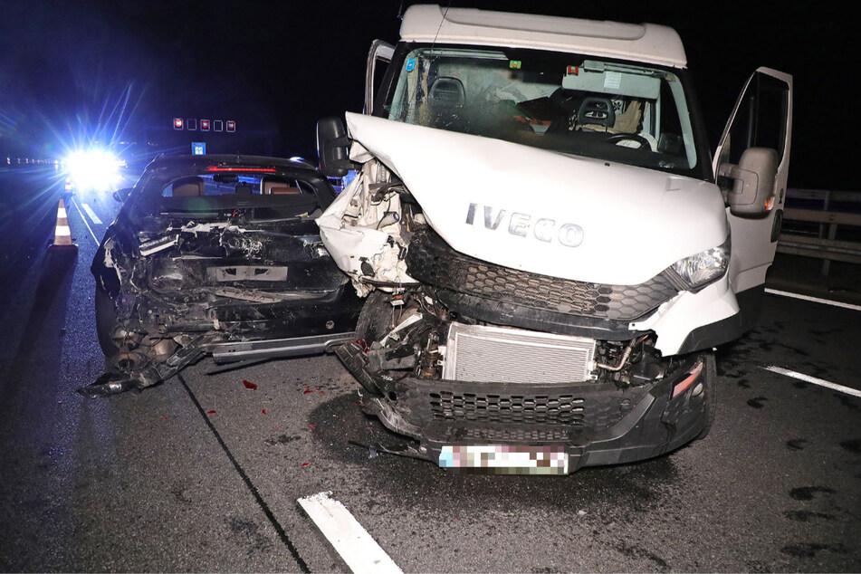 Sowohl der Transporter als auch der Audi erlitten einen Totalschaden.
