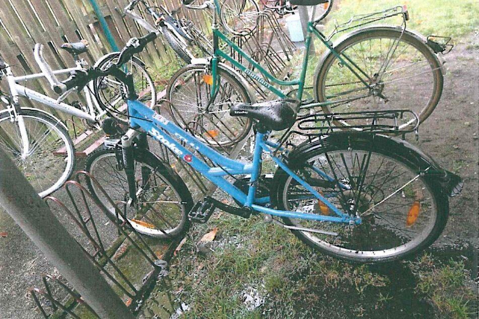 Dieses Fahrrad wartet bei der Polizei auf seinen Besitzer.
