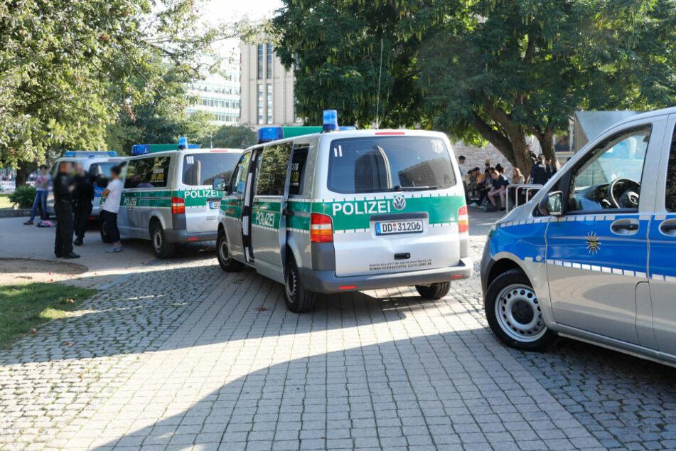 Chemnitz: Razzia in Chemnitz: Polizei entdeckt Drogen-Depots im Stadthallenpark