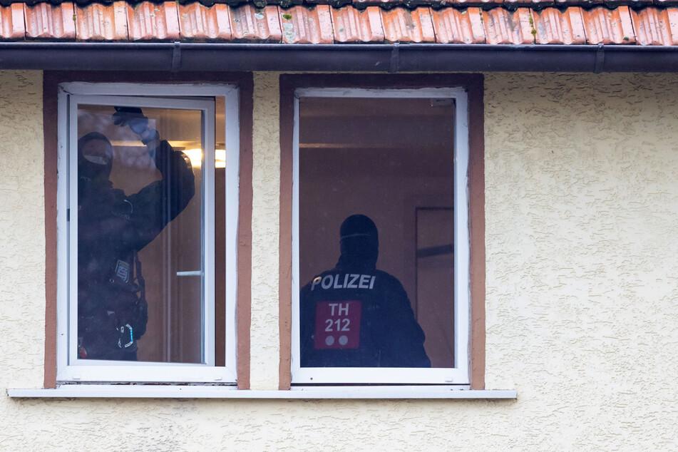 Mega-Razzia in Thüringen: Das Landeskriminalamt durchsucht seit Freitagmorgen die Räume eines Neonnazi-Netzwerkes.