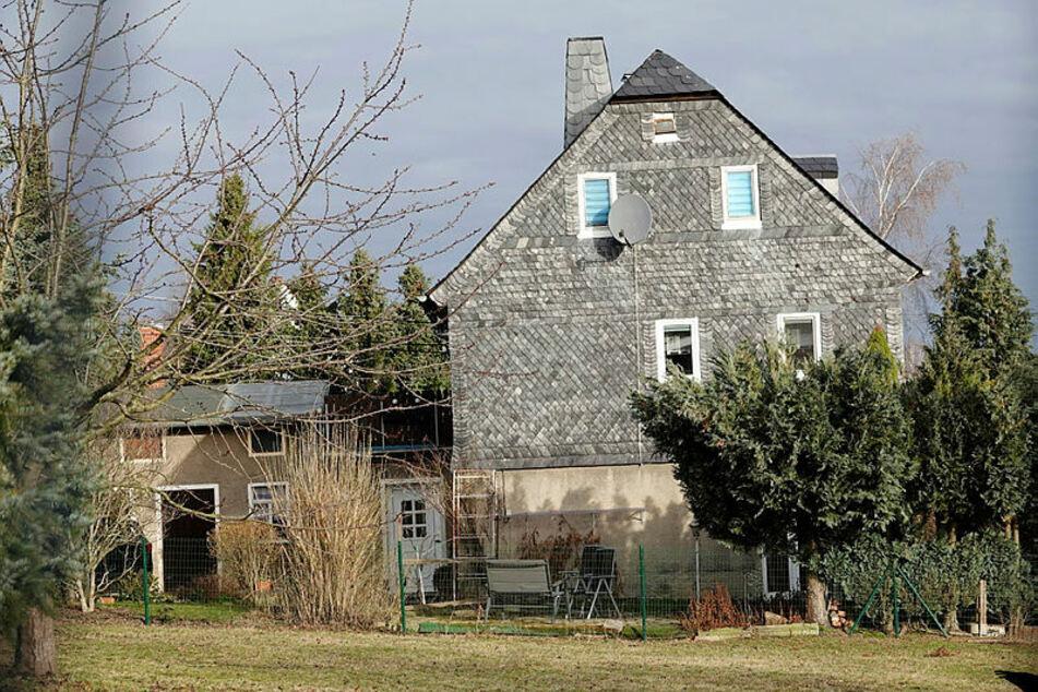 Trügerische Idylle: Um dieses Wohnhaus tobte ein heftiger Familienstreit, der am Sonnabend mit tödlichen Schüssen endete.
