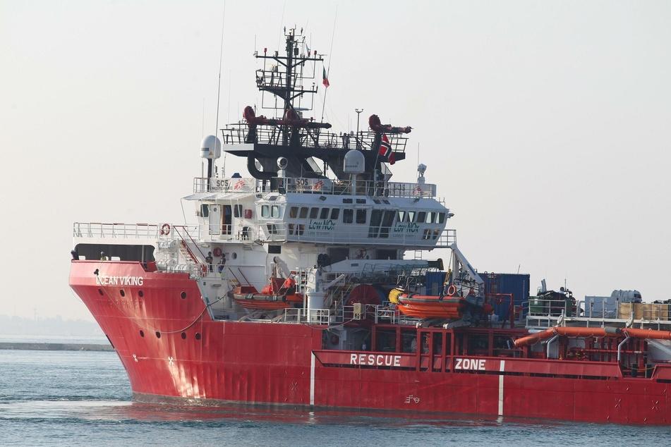 """Oktober 2019: Das Rettungsschiff """"Ocean Viking"""" läuft in den italienischen Hafen Tarent (Taranto) ein."""