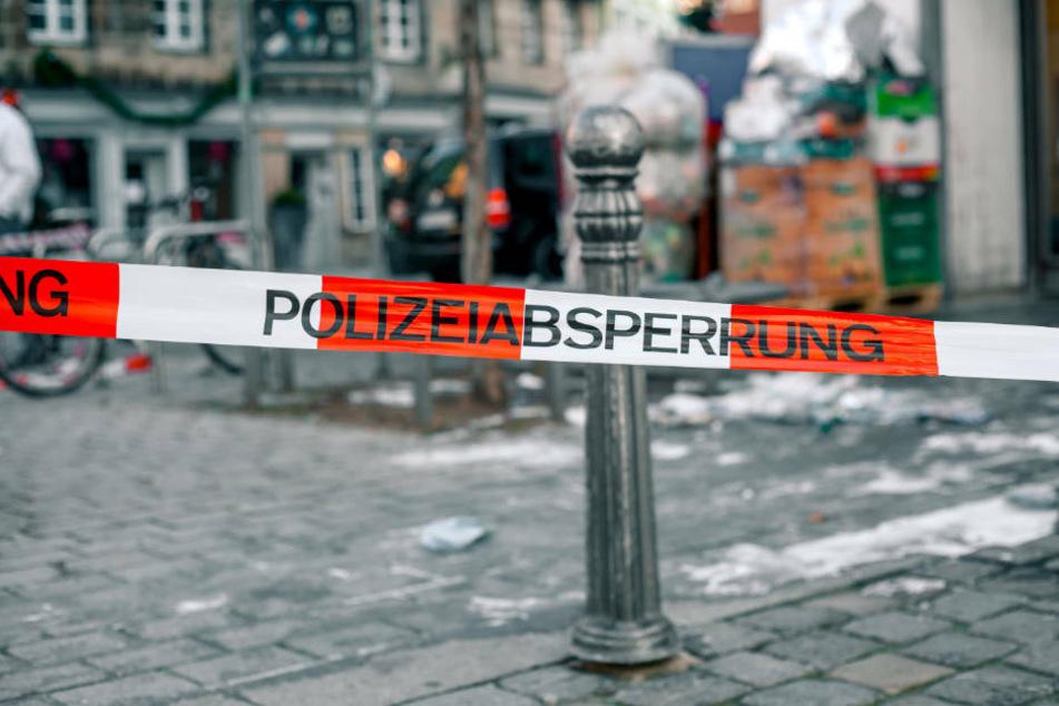 Tote Frau (†35) in Hinterhof in Fulda entdeckt: Polizei nimmt Person fest