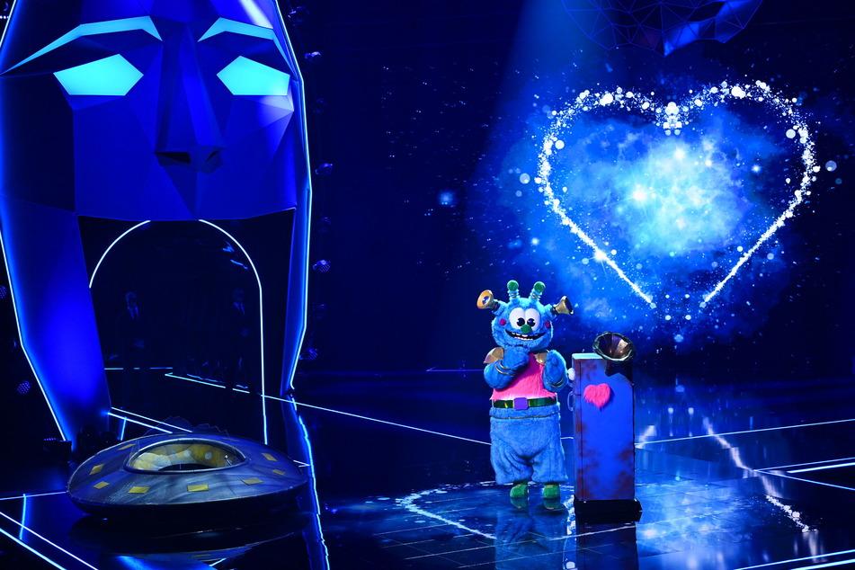 The Masked Singer: Das Alien raubt Sonja Zietlow den Schlaf!