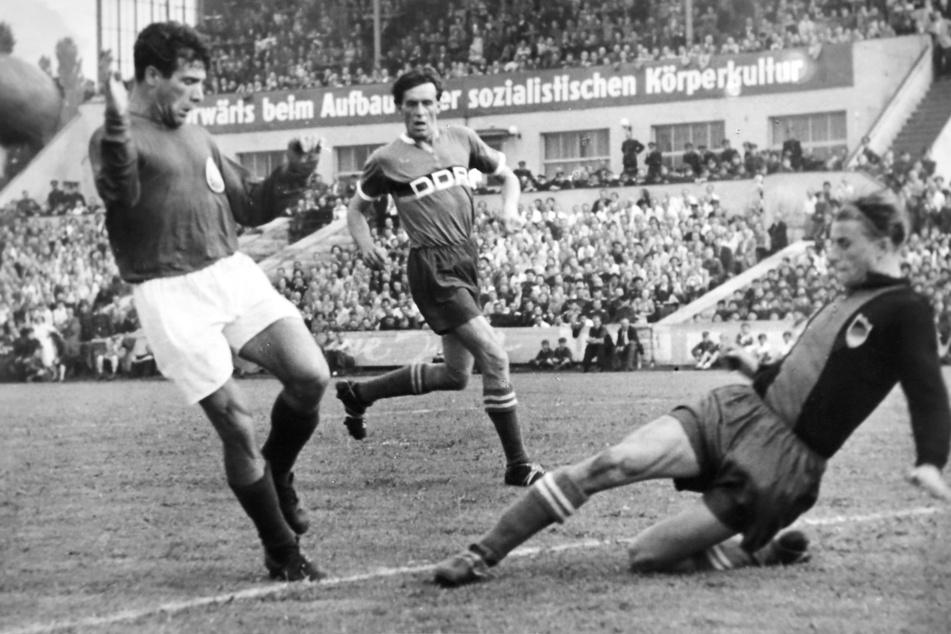 Erstes Heimspiel der neuen DDR-Auswahl 1953. Die Premiere gegen Bulgarien endet im Dresdner Heinz-Steyer-Stadion torlos. Für die Gastgeber dennoch ein Erfolg.