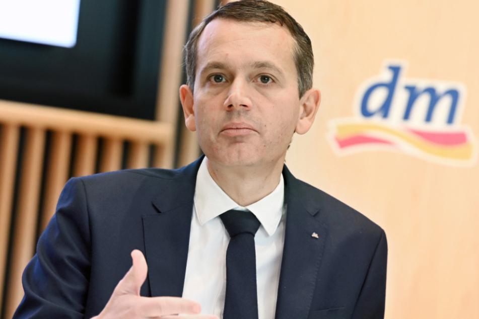 Chef der Drogeriemarktkette dm, Christoph Werner, fordert mehr Einsatz von Unternehmen.