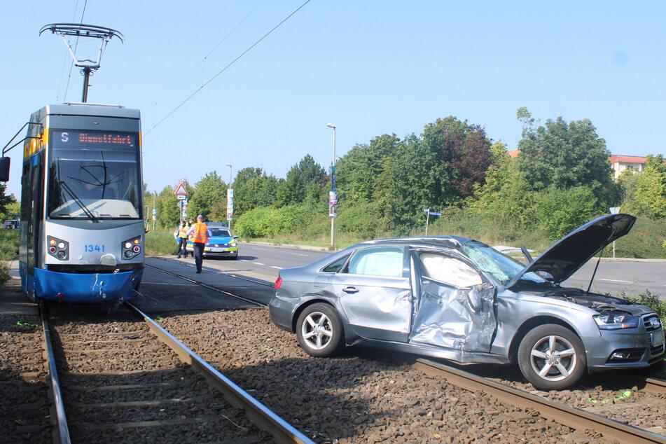 Am Montag kollidierte ein 79-Jähriger mit einer Straßenbahn, die parallel von ihm unterwegs war.