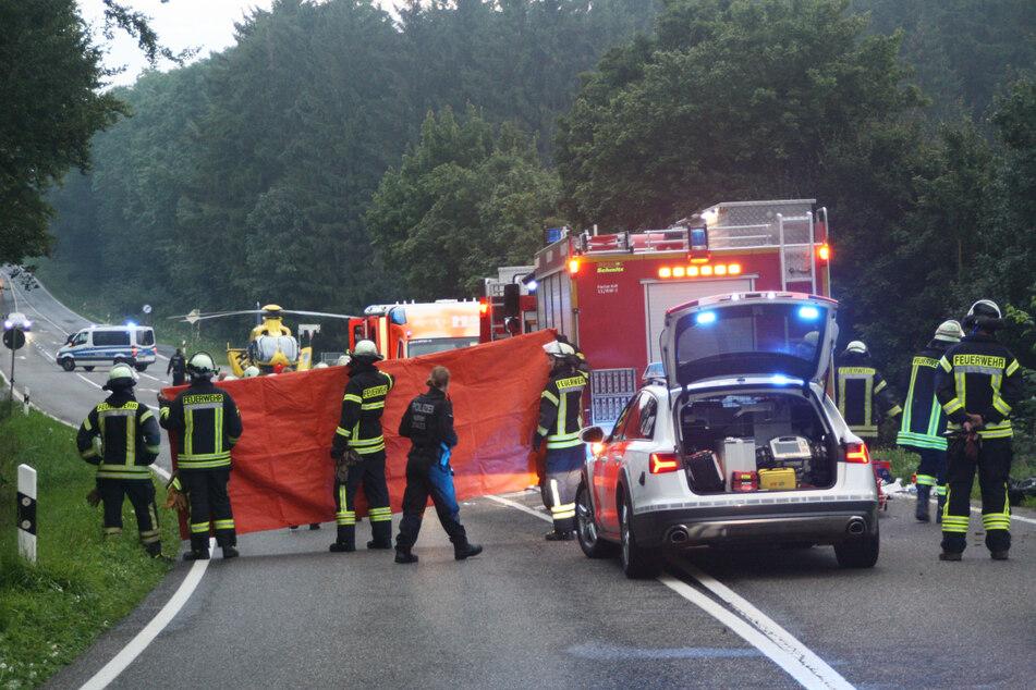 Ein Rettungshubschrauber hat einen 19-jährigen Autofahrer nach einem Unfall in Kall in eine Uniklinik geflogen.