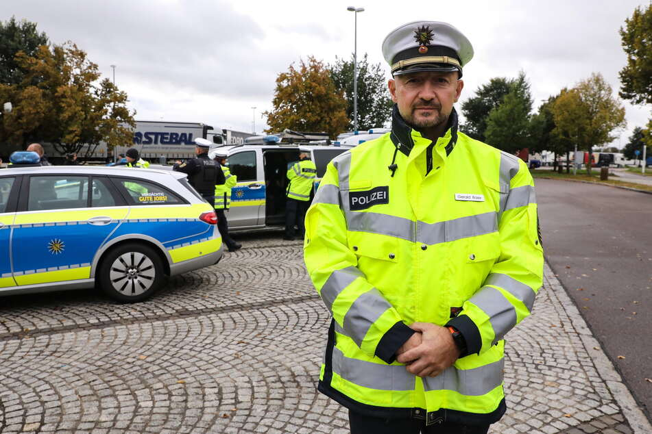 Der Leiter der Verkehrspolizeiinspektion, Gerald Baier (44), warnt vor Gefahren der Ablenkung.