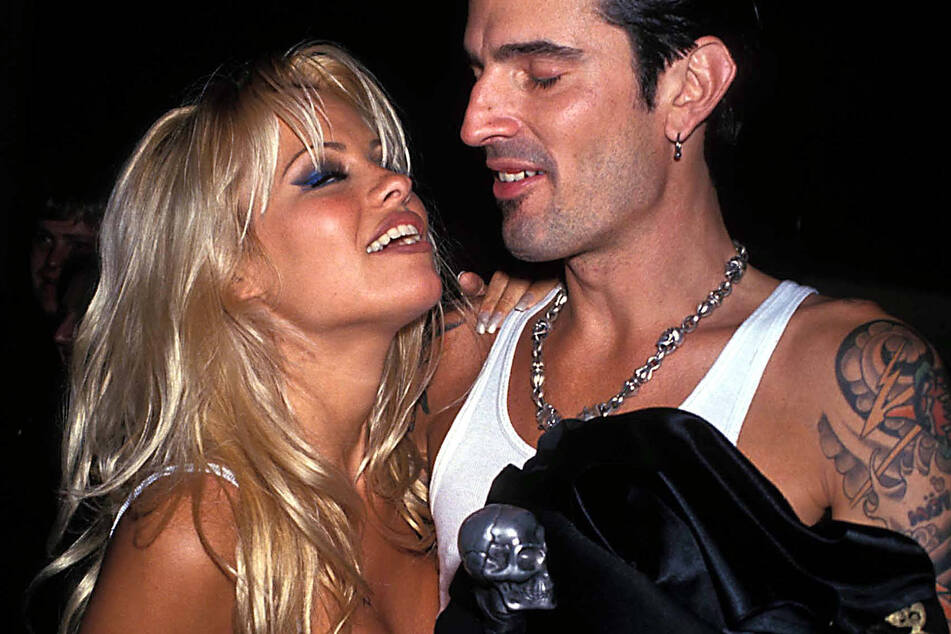 Hulu announces a series about Pamela Anderson and Tommy Lee sex tape scandal