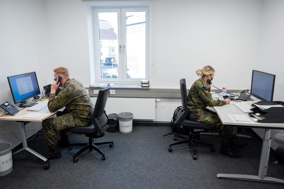 Die Soldaten kontaktieren vor allem Corona-Infizierte und helfen Gesundheitsämtern.