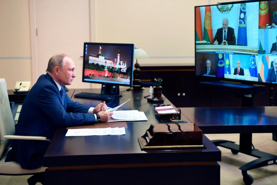 Wladimir Putin, Präsident von Russland, nimmt per Videokonferenz an einer Sitzung der Organisation des Vertrags über kollektive Sicherheit (Collective Security Treaty Organization, CSTO) in seiner offiziellen Residenz des Staates Novo-Ogaryovo teil.