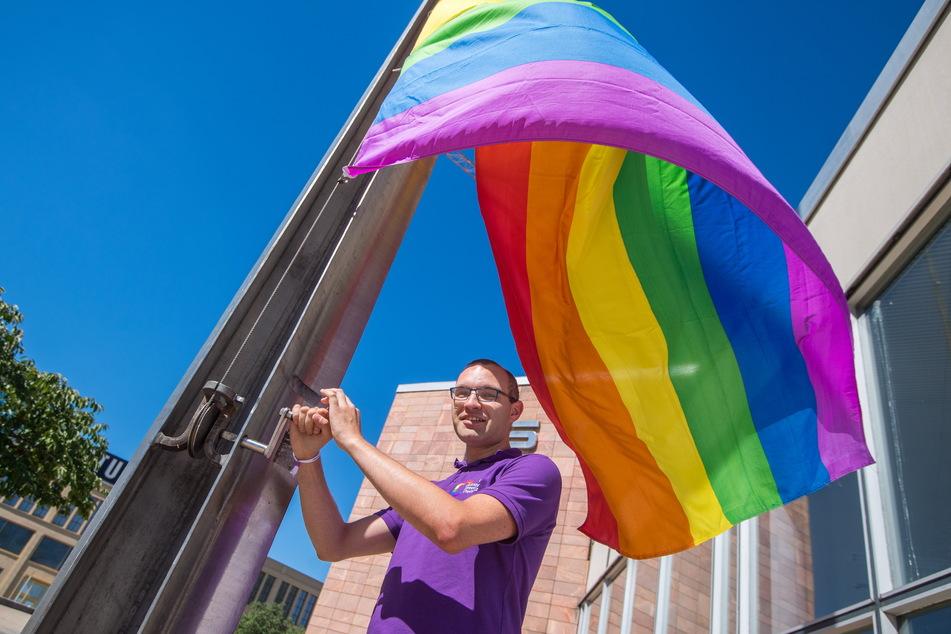 Stolz wird Organisator Robert Lutz (33) am Samstag wieder die Regenbogenflagge zum CSD hissen.