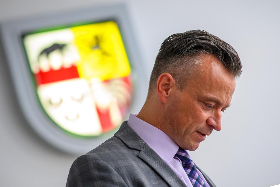 """Landrat Andy Grabner (46, CDU) will nach dem Cyberangriff auf die Computersysteme der Landkreisverwaltung Anhalt-Bitterfeld """"niemanden im Regen stehen lassen""""."""