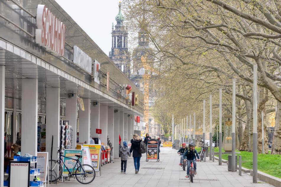 Die Hauptstraße mit ihren Geschäften gehört wie 38.500 Wohnungen zum Vonovia-Bestand in Dresden.