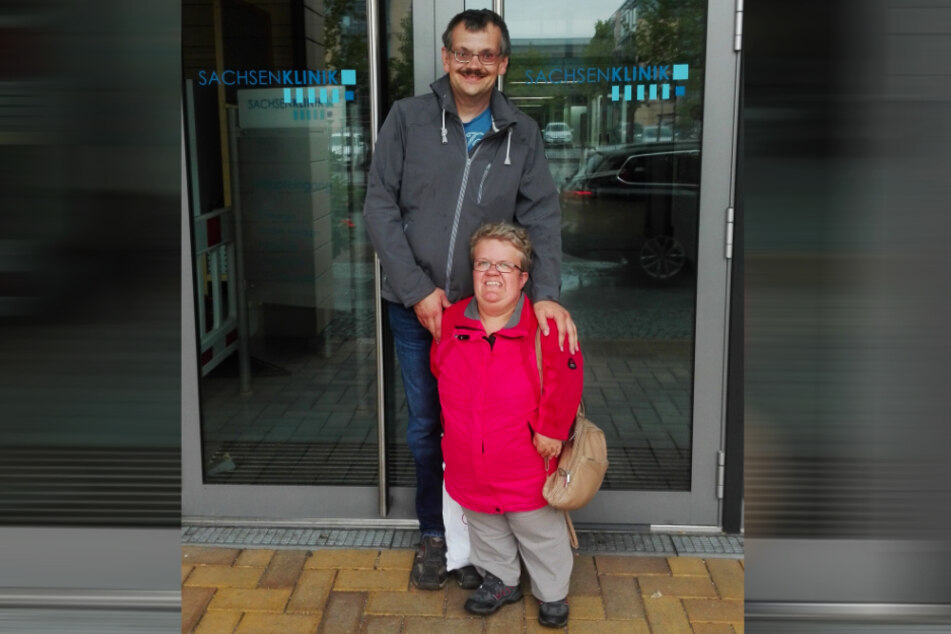 Kleine, große Liebe. 65 Zentimeter Unterschied machen da gar nichts aus. Yvonne und ihr 1,85 Meter großer Hendrik (44) leben seit vielen Jahren zusammen.