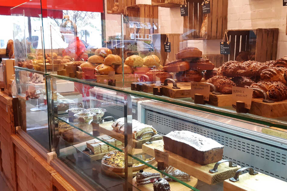 """Die vielfältige Auswahl an Schweizer Brotsorten in der Bäckerei """"Swiss Bread"""" im Londoner Stadtteil Richmond."""