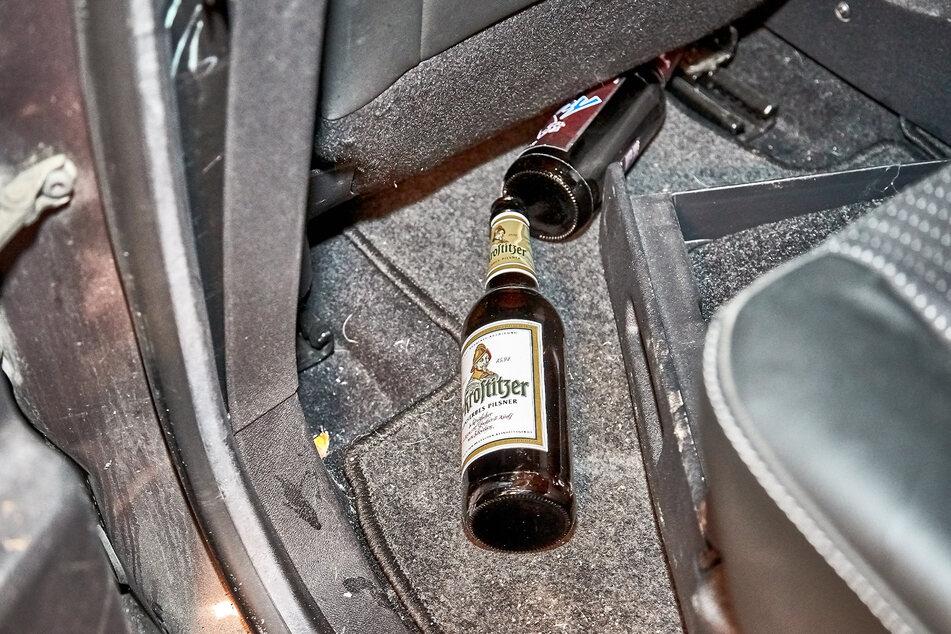 Im Unfallwagen entdeckte die Polizei ausgetrunkene Bierflaschen.