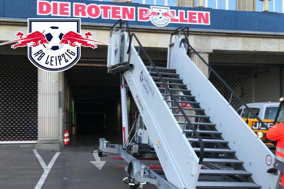 Verrückte Idee: RB Leipzigs Bankdrücker müssen über diesen Airport-Gangway laufen