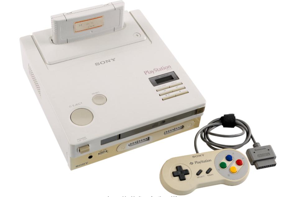 """Der Prototyp der """"PlayStation"""" ist in den USA nach einem Bieterwettstreit für 360.000 Dollar (etwa 320.000 Euro) versteigert worden."""