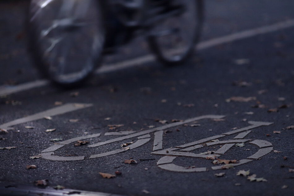 Dreiste Fahrerflucht: Radfahrer fährt 10-jähriges Mädchen an und macht sich davon