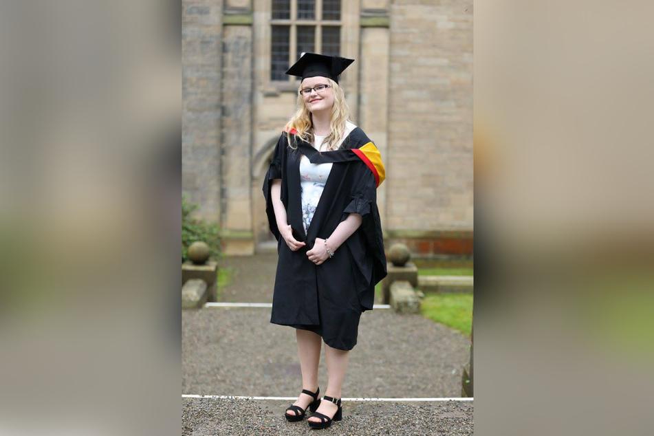 Ein Bild aus besseren Tagen: Die britische Krankenpflegerin nach ihrer abgeschlossenen Ausbildung.