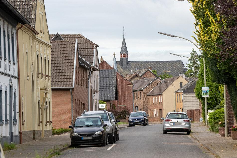 Die Häuser stehen leer, weil die Ortschaften in den Kreisen Düren und Heinsberg nach und nach dem Tagebau weichen müssen.