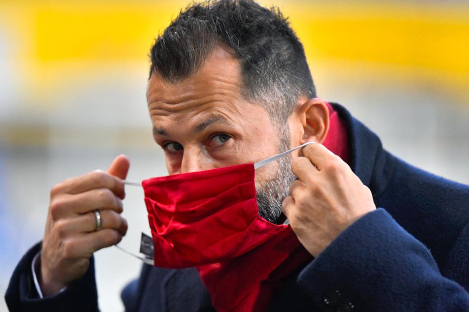 Bayern Münchens Sportvorstand Hasan Salihamidzic (44) weiß nicht, wie sich seine Spieler anstecken konnten.