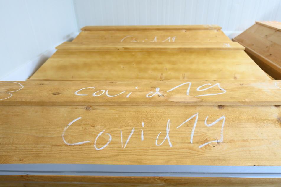 Wegen der vielen Corona-Opfer fehlen dem Krematorium Lagerkapazitäten.