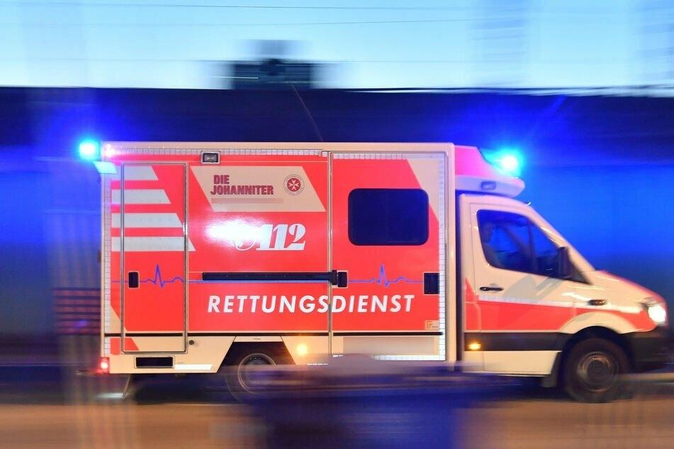Tödlicher Unfall: Autofahrer berührt Traktor-Gespann und landet im Straßengraben