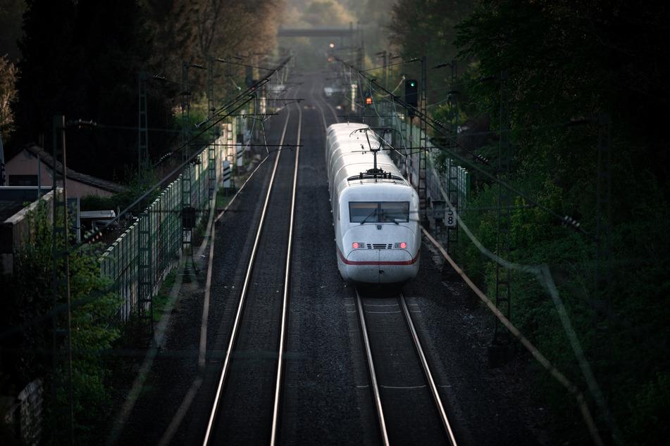 Kaum sind Reisen wieder möglich, könnte es ab August Streiks bei der Deutschen Bahn geben. (Symbolbild)