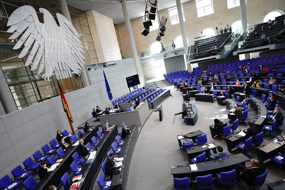 Im Bundestag wird am heutigen Freitag ab 9 Uhr über das Infektionsschutzgesetz beraten. (Symbolbild)