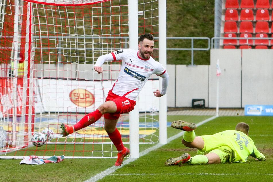 Wenn's läuft, dann läuft's: Morris Schröter (25) hat gerade zum 2:1 gegen Wehen Wiesbaden eingenetzt.
