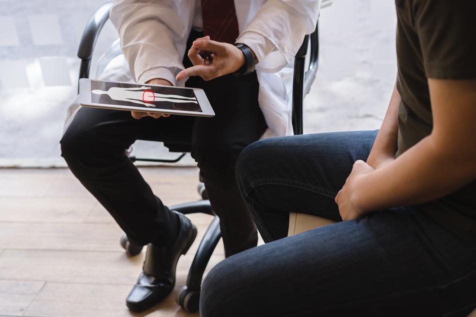 Die meisten Neuerkrankungen werden laut dem Bericht bei Männern zwischen 70 und 75 Jahren diagnostiziert. (Symbolbild)