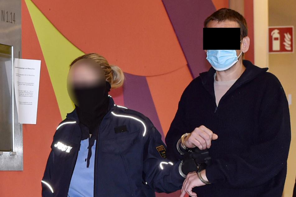 Stephan D. (41) kam aus Haft zu seinem Prozess am Amtsgericht.