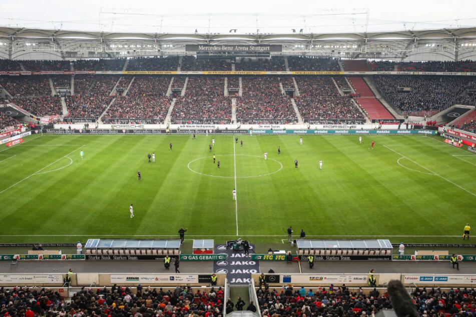 Das Spiel, werden anstatt wie auf diesem Bild im Stadion, viele Zuschauer zuhause verfolgen können. Der Spielstart wurde auf 20.45 Uhr verschoben. (Archiv)