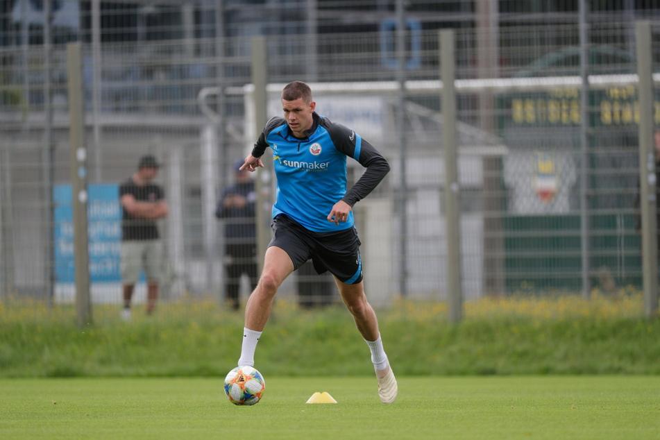 Ein bulliger Typ, der gut zum FSV Zwickau passt: Max Reinthaler (26) stieg mit Hansa in die 2. Liga auf und wechselt jetzt nach Westsachsen.