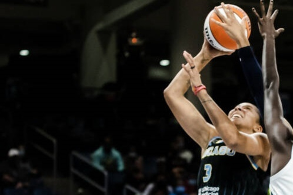 WNBA Finals: Chicago soars over Phoenix as the Sky gets a big game one win
