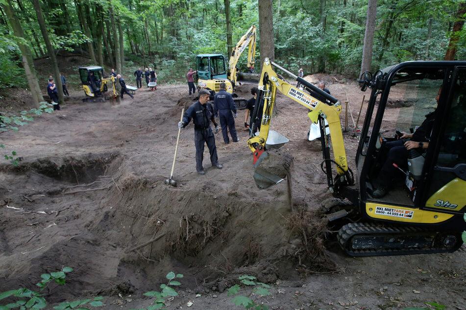 Mit Schaufeln und Baggern suchten Polizisten im September 2018 im Altonaer Volkspark nach Hilal.