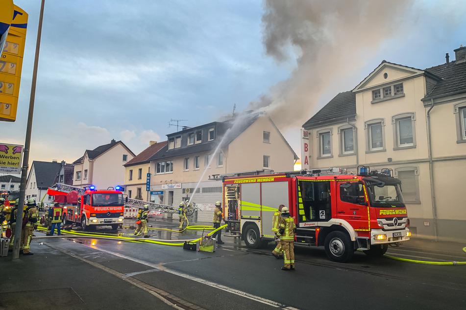 Die Kameraden der Freiwilligen Feuerwehr konnten den Brand unter Kontrolle bringen.