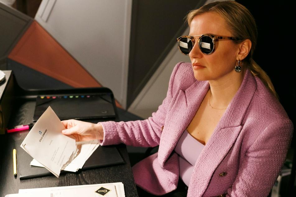 Wegen ihrer finanziellen Situation steht Isabelles Prunkwerk vor der Zwangsversteigerung. Dann flattert ihr ein lukratives Kaufangebot in den Briefkasten.