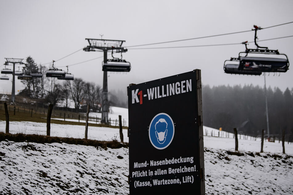 Die Skipiste am Kaltenhagen im nordhessischen Sauerland ist seit dem 08.3.2021 für Wintersportler geöffnet.