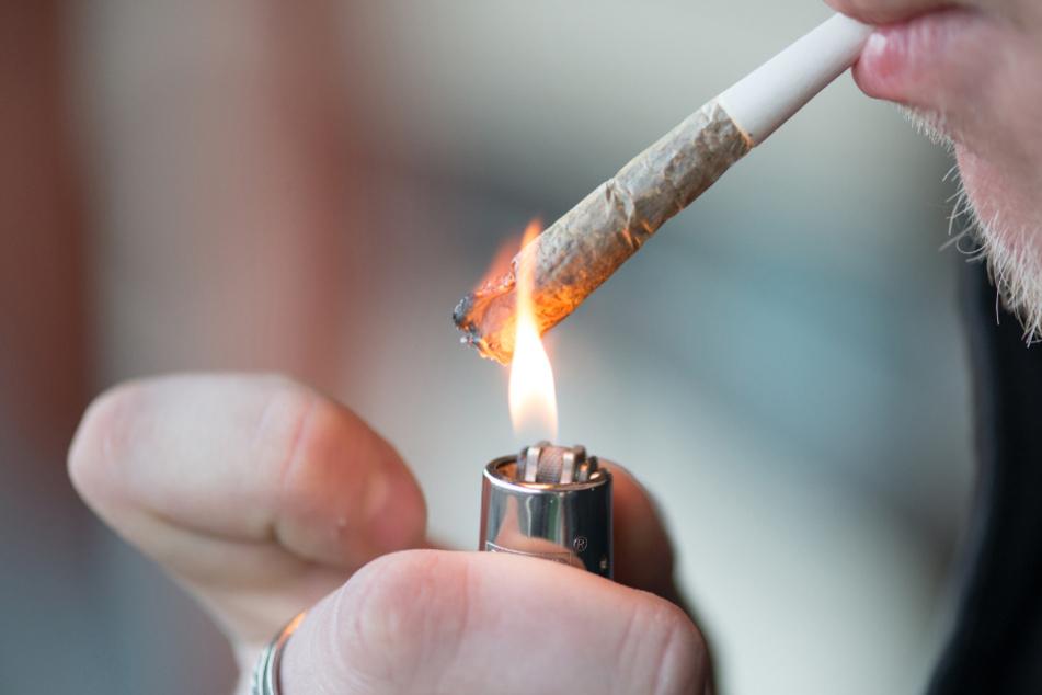 Bitte was? Autofahrer versucht mit dieser absurden Ausrede positiven Drogentest zu rechtfertigen
