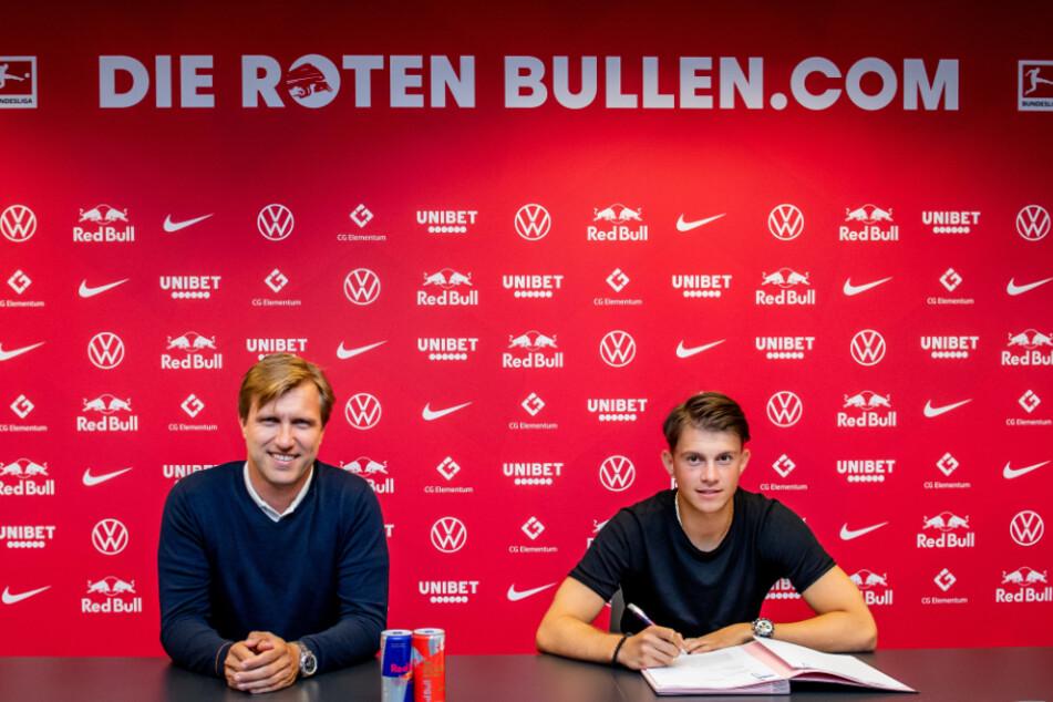 Offensivtalent Lazar Samardzic hat einen Vertrag bis 2025 bei RB Leipzig unterschrieben.