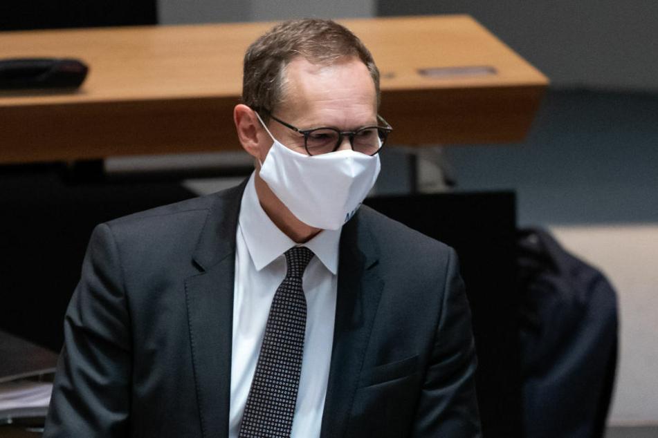 Berlins Regierender Bürgermeister Michael Müller (56, SPD) hat mit Blick auf die angelaufenen Impfungen gegen das Coronavirus vor zu großen Hoffnungen auf eine schnelle Rückkehr zur Normalität gewarnt.