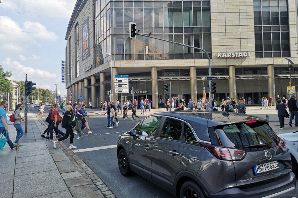 In vielen Geschäften auf der Prager Straße ist der Strom weg. Alle Ampeln sind ausgefallen.