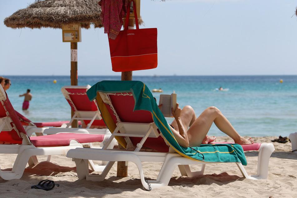 Einfach mal die Seele baumeln lassen, wie hier auf Mallorca, das wünschen sich wohl Viele. Doch wegen Corona gibt es auch 2021 große Sorgen bei der Reiseplanung.