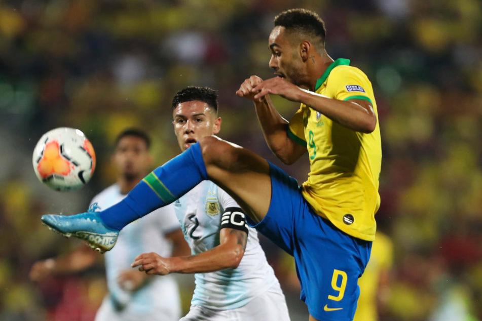 Matheus Cunha (r.) wird bei Olympia mit der Brasilianischen U23 auf Deutschland treffen. Seine Zukunft wird auch mit seiner Leistung bei dem viel beachteten Turnier zusammenhängen.