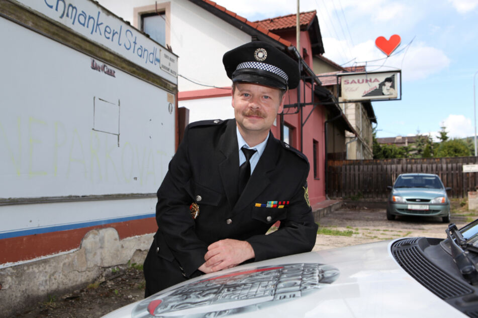 Vor den Toren von Dubi bekommen die Mädels am Straßenstrich wieder Besuch aus Sachsen. Polizeichef Tomas Pykal bestätigt, dass der kleine Grenzverkehr wieder funktioniert.